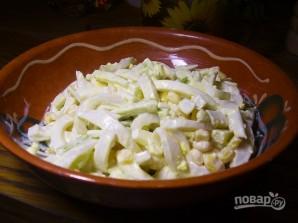 Салат из кальмаров с кукурузой - фото шаг 4