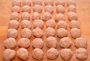 Куриные фрикадельки в ароматном томатном соусе - фото шаг 6