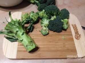 Салат из стеблей брокколи, моркови и огурца - фото шаг 1