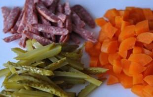 Колбасный салат по-немецки - фото шаг 1
