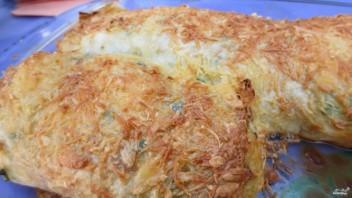 Рулет из лаваша с яйцом и сыром - фото шаг 9