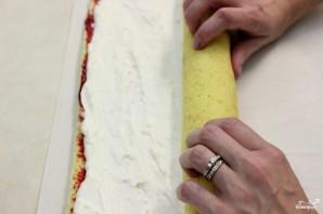 Рулет бисквитный с ягодами - фото шаг 15