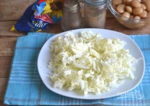 Салат из пекинской капусты с фасолью и яйцами - фото шаг 3