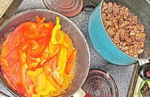 Говядина с баклажанами и помидорами - фото шаг 9