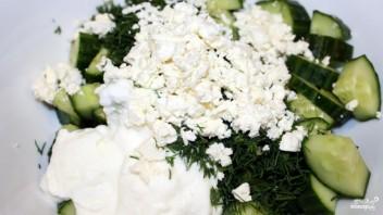 Греческий салат из огурцов - фото шаг 6