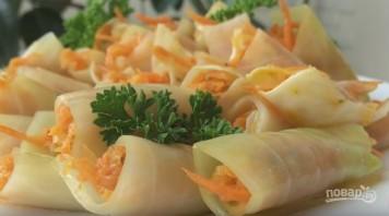 Голубцы с морковкой по-корейски в квашеной капусте - фото шаг 7