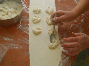 Пирожки с сыром и медом - фото шаг 4