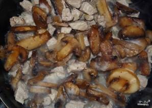 Свинина с фасолью в горшочках - фото шаг 9