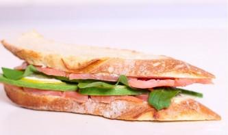 Сэндвич со слабосоленой семгой и авокадо - фото шаг 7