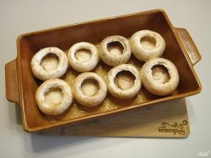 Фаршированные шампиньоны в духовке с сыром - фото шаг 5