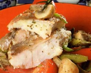 Рыба, тушеная с грибами - фото шаг 5