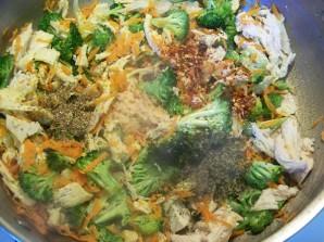 Макароны с курицей в духовке - фото шаг 5