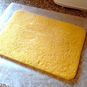 Бисквитный рулет с масляным кремом - фото шаг 5