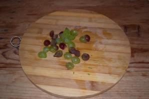 Салат с виноградом, сыром и чесноком - фото шаг 3