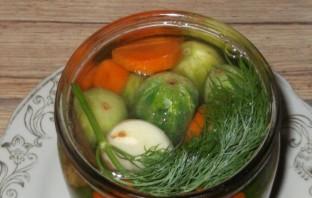 Маринованные огурцы с морковкой и луком - фото шаг 7