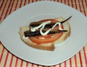 Горячие бутерброды со шпротами и сыром - фото шаг 4