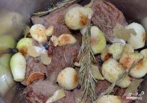 Тушеное мясо в скороварке - фото шаг 3