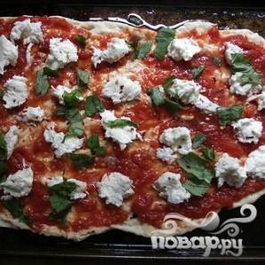 Пицца с помидорами и базиликом - фото шаг 7