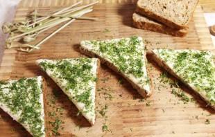 Бутерброды с килькой - фото шаг 3