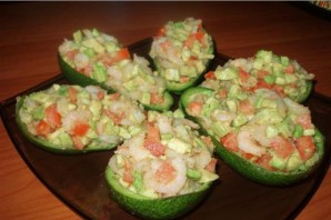 Салат в авокадо - фото шаг 4