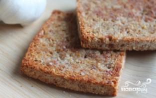 Жареный хлеб с чесноком - фото шаг 7
