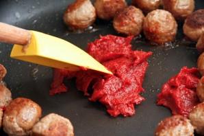 Куриные тефтели в томатном соусе - фото шаг 2