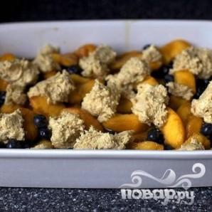 Коблер с персиками и черникой - фото шаг 3