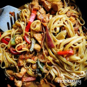 Макароны с курицей и овощами - фото шаг 23