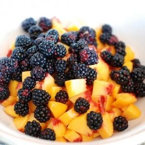 Десерт из персиков и ежевики - фото шаг 2