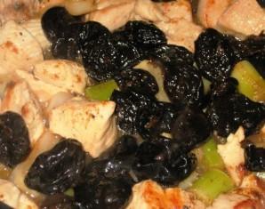 Жареная курица с черносливом - фото шаг 3