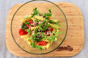 Паста-салат с консервированным тунцом - фото шаг 4