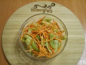 Салат с корейской морковью и фасолью - фото шаг 4