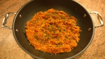 Тушеная морковь с луком и помидорами - фото шаг 8