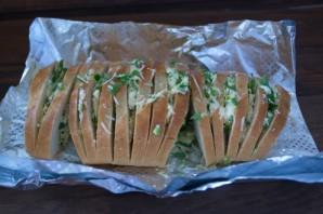 Батон с сыром и зеленью - фото шаг 4