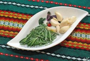 Картофель с розмарином и чесноком - фото шаг 1