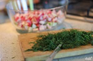 Сытный салат с редисом и ореховым соусом - фото шаг 2