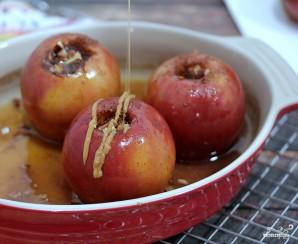 Запеченные яблоки в карамели - фото шаг 8