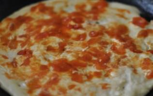 """Пицца """"Минутка"""" на сковороде - фото шаг 4"""