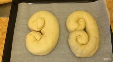 Праздничные кренделя с ореховой начинкой - фото шаг 6