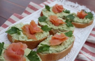 Бутерброды с авокадо и лососем - фото шаг 4
