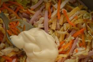 Салат пикантный с ветчиной - фото шаг 5