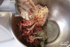 Смалец с чесноком через мясорубку - фото шаг 2