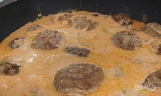 Очень нежные тефтели в томатно-сметанном соусе - фото шаг 8