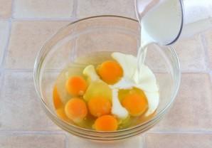 Омлет с молоком в духовке - фото шаг 2