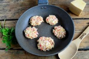 Котлеты из крабовых палочек с сыром - фото шаг 5