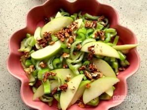 Рецепт салата из сельдерея и яблок - фото шаг 4