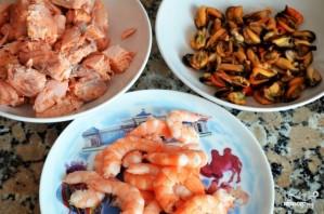 Салаты с рыбой и морепродуктами - фото шаг 6
