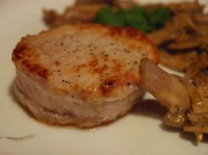 Медальоны из курицы с грибами - фото шаг 5