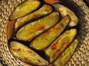 Рулеты из баклажанов с орехами - фото шаг 2