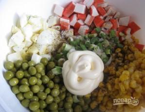 Салат из крабовых палочек классический - фото шаг 3